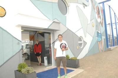 "El campió del món Fernando ""Belas"", a l'entrada del PCP(foto: Armand Beneyto)"