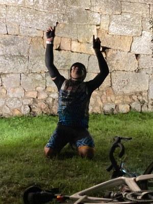 Jordi Montané, veí de Sant Pere Molanta, ha completat aquest dissabte  63 ascensions en bicicleta al castell d'Olèrdola
