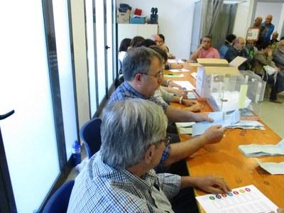 Moment del recompte de vots de les eleccions europees a Moja