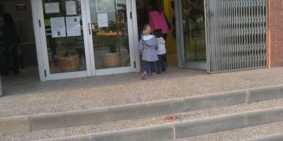 L'adhesió de les famílies fa que la vaga d'ensenyament tingui una incidència notable