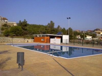 L'Ajuntament aprova cedir en concessió la gestió de la piscina, el bar i les pistes de Daltmar