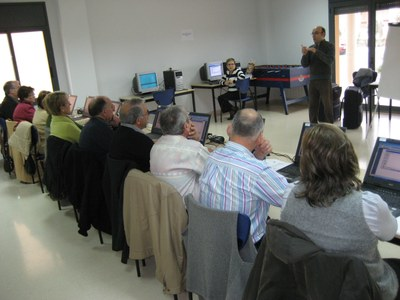 L'Ajuntament d'Olèrdola organitza de manera periòdica cursos d'iniciació a la informàtica per a gent gran