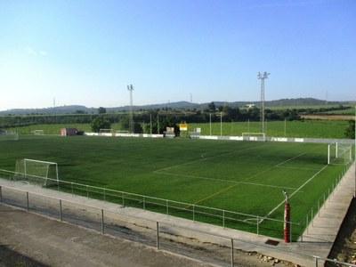 L'Ajuntament d'Olèrdola tanca el bar del camp de futbol de Moja per gestió irregular