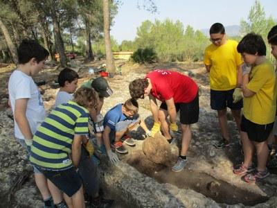 A l'Arqueocasal es posen al descobert noves tombes