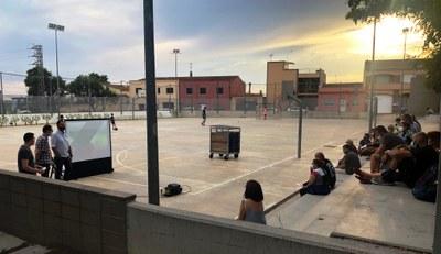 Dimarts al vespre s'oferia al pati de l'escola Rossend Montané una xerrada explicativa