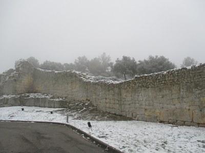 Aquest era l'aspecte que presentava la muralla del Conjunt d'Olèrdola, aquest dimecres al matí
