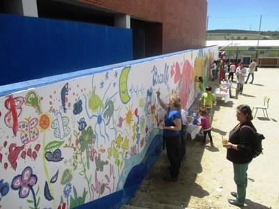 """L'escola Circell """"ha fet comunitat"""" aquest diumenge iniciant la reforma del pati"""