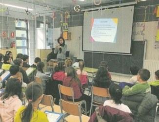 Xerrada a l'escola Rossend Montané de la professora Rosa Giralt (diari ARA)