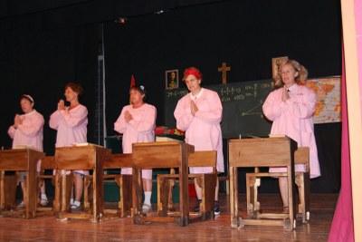 """L'Escorça de Mediona porta diumenge a Sant Pere Molanta l'obra """"Quan a l'escola ens donaven llet amb pols"""""""