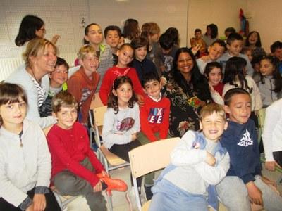 L'escriptora Asha Miró ha participat en les Jornades Culturals de l'escola Rossend Montané