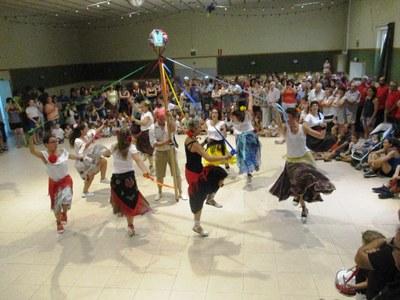 L'estrena del Ball de Gitanes anima la cercavila de la Festa Major de Sant Pere Molanta