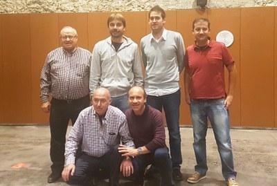 L'alcalde, Lucas Ramírez, i membres de la Comissió del local Sant Jaume, amb Quim Masferrer