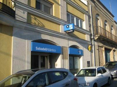 L'antiga oficina de Caixa Penedès, ara Banc de Sabadell