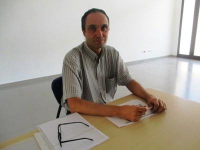 Anton Clapés, de l'oficina del Síndic, en la seva estada al Centre Cívic La Xarxa
