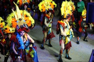 El grup de carnaval de Moja va obtenir el tercer premi en l'apartat de carrosses visitants a Cunit