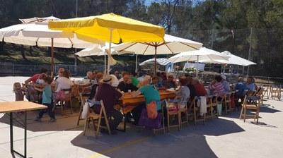 La botifarrada de la Festa de la Primavera de Can Trabal reuneix a 150 persones