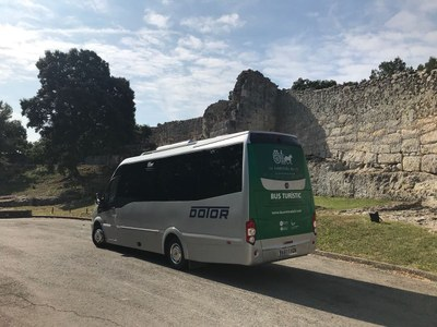 La Carretera del Vi posa en marxa un bus turístic
