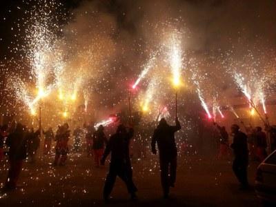 La colla Malèfica de Barcelona s'estrena al Penedès i participa en el Correfoc de Moja