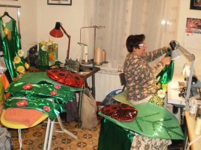 Isabel Jiménez ha elaborat els 33 vestits de la comparsa