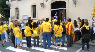 La concentració en defensa del 9N reuneix a Olèrdola a una seixantena de veïns