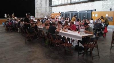 La festa Holi i el concurs de paelles van posar color i gastronomia compartida en l'inici de la FM de Moja
