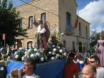 Per tercer any, la imatge de Sant Miquel participa en la cercavila