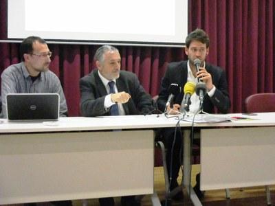 Jordi Bastardas, director de l'empresa; Pere Regull, alcalde de Vilafranca; i Lucas Ramírez, alcalde d'Olèrdola