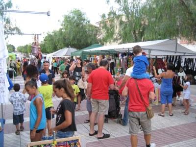 Forces visitants durant la tarda però poques vendes en la Fira d'Artesania de Moja