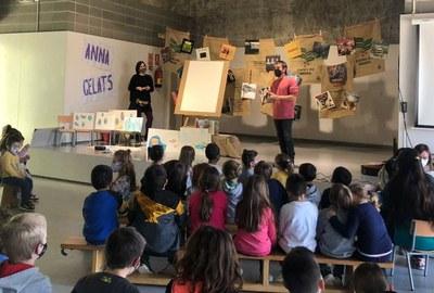 La il·lustradora Anna Gelats i el cantautor Cesk Freixas han ofert un taller de creació artística a l'escola Rossend Montané