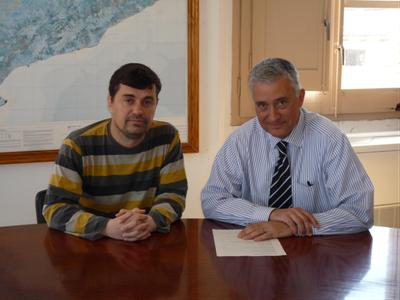 L'alcalde, Josep Tort, amb Francesc Simó, de la UEP