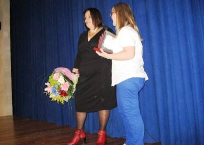 Mari Carme Villanueva diverteix amb un monòleg proper en el pregó de la FM de Sant Miquel