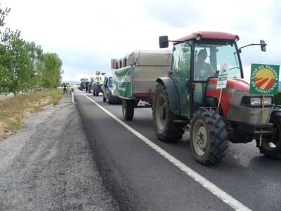 Marxa lenta d'Unió de Pagesos per reclamar el pas de tractors per la C15