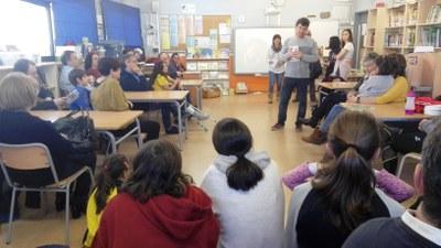 Josep Tort, autor del text del conte, durant l'acte de presentació celebrat aquest dijous