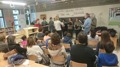 Nadales al Servei de Biblioteca Oberta amb la coral del Casal d'Avis de Sant Pere Molanta