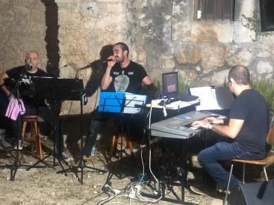 Akustic Sound durant l'actuació que van oferir per la FM de 2020 a Moja
