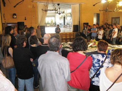 Jordi Gil, fill de Marina Vilella, intervenint durant l'acte de comiat