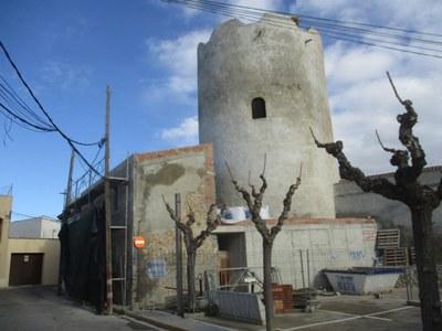 En la 2a fase s'adequa l'edifici annex i en la 3a, amb fons europeus, es restaurarà l'interior de la Torre