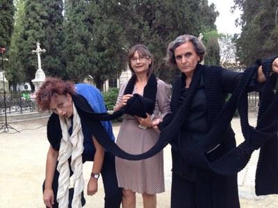 """Participació dels grups d'Olèrdola en l'espectacle teatral """"Per viure el cementiri, no cal morir-se"""""""