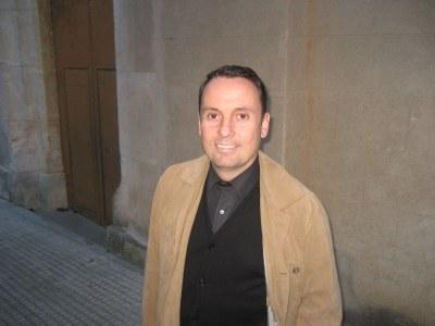 Mossèn Joan Salas, a la porta de l'església de Sant Miquel