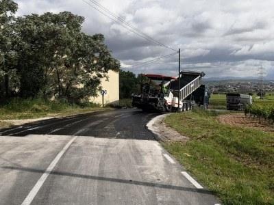 Reasfaltat el revolt de Mas Granell, al camí entre Daltmar i Moja