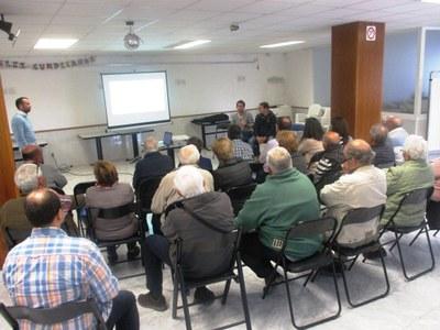 Receptiva resposta en les reunions convocades per exposar l'actuació municipal i recollir inquietuds