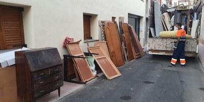 S'augmenta el servei de recollida de trastos i mobles vells voluminosos a domicili i passa a ser setmanal cada dimarts