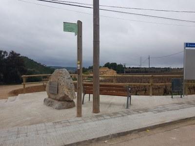 S'urbanitza la placeta de Can Torres que acull el monòlit d'homenatge a Josep Raventós Valldosera, primer alcalde d'Olèrdola escollit per sufragi universal