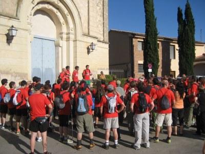 Els organitzadors de la caminada, adreçant-se dissabte als participants