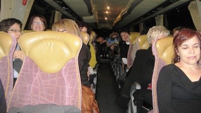 L'interior de l'autocar abans de sortir cap a Barcelona