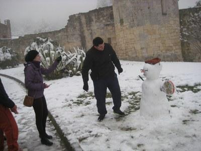 A les 9 d'aquest matí ja hi havia ninots de neu al castell