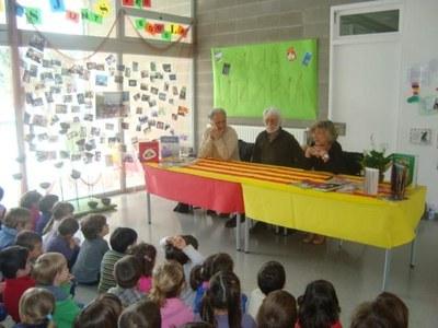 Tres autors de literatura infantil i juvenil visiten l'escola Rossend Montané