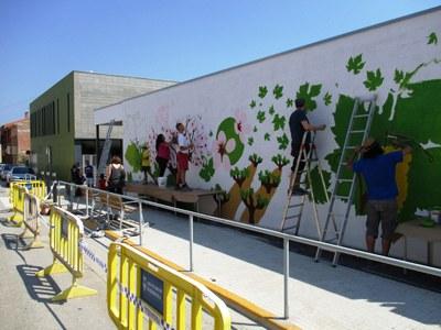 Façana de l'escola Rossend Montané, en el moment en què es va pintar en acabar el curs passat