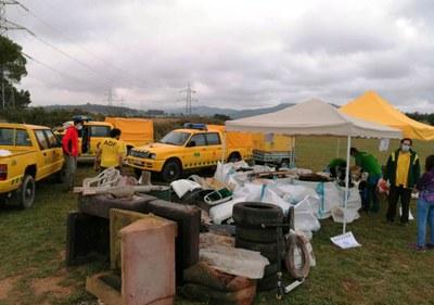 Un centenar de persones participen en la recollida de deixalles d'aquest diumenge a la Muntanyeta