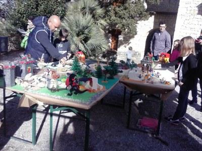 Una cinquantena d'assistents permeten fer un complet diorama de clicks de Playmobil a Olèrdola
